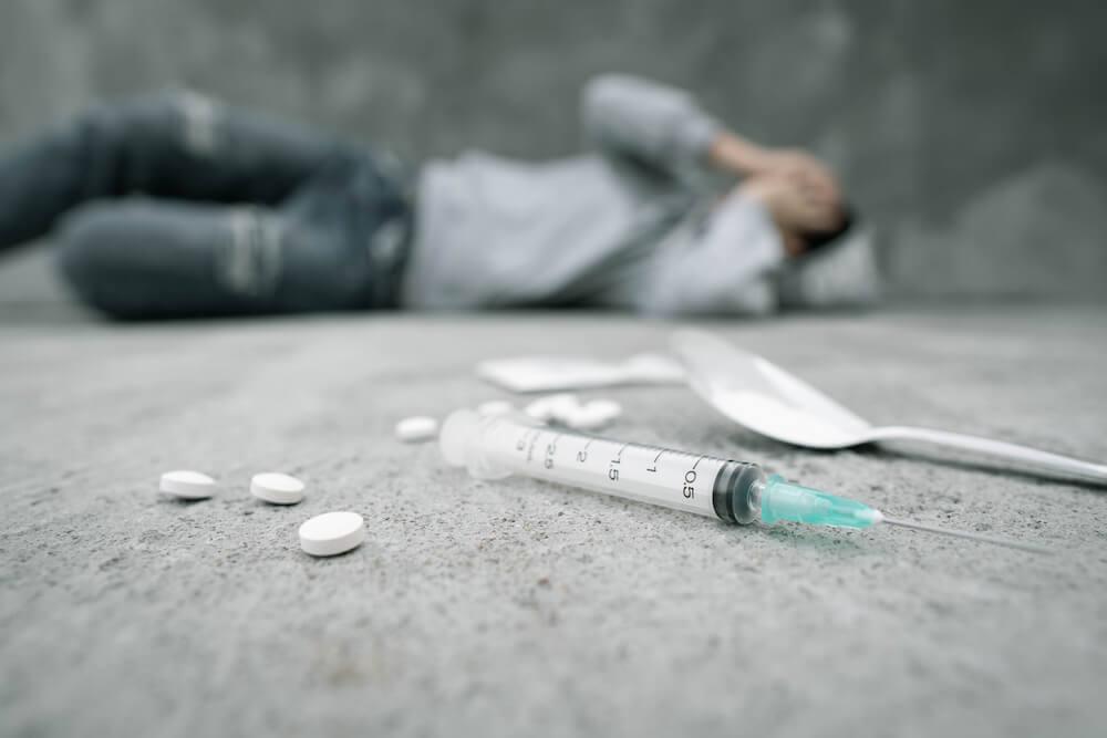 رجل يعاني من انسحاب الكوكايين.